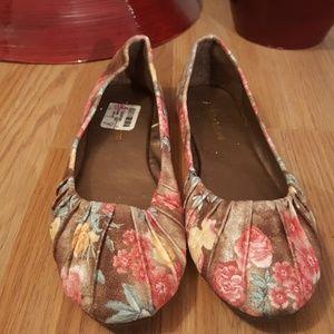 14d470330b5 Misbehave Multi color flat shoes 8